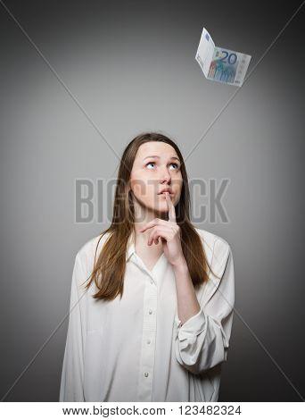 Girl in white and falling twenty euro.