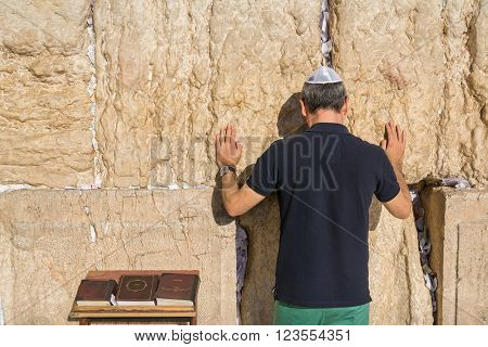 Jewish tourist prays in the wailing wall of Jerusalem, Israel
