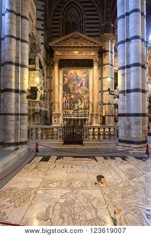 Siena, Italy - Febuary 16, 2016: interior of Duomo di Siena (Santa Maria Assunta), a medieval church built in the Romanesque and Italian Gothic style between 1215 and 1263.