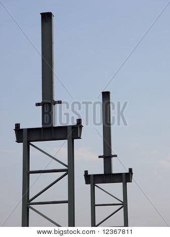 Marco de acero estructural en la nueva unidad industrial