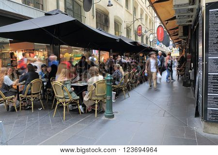 MELBOURNE AUSTRALIA - MARCH 26, 2016:Unidentified people dine at Degraves street in downtown Melbourne.