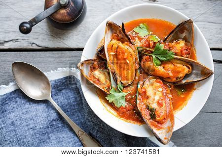 Nezealand Mussels in Tomato and herbs sauce
