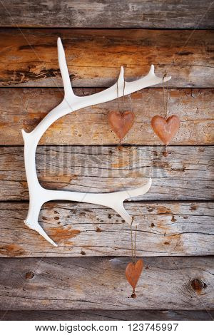 Rustic hearts hanging from white reindeer antler