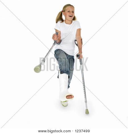 Mädchen wit ein gebrochenes Bein