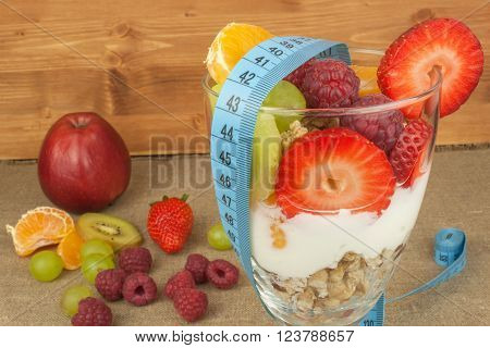Healthy snacking. Jars with oatmeal, yogurt and fruit. Sherbet with raspberries and strawberries. The concept of healthy food. Meals for active people.