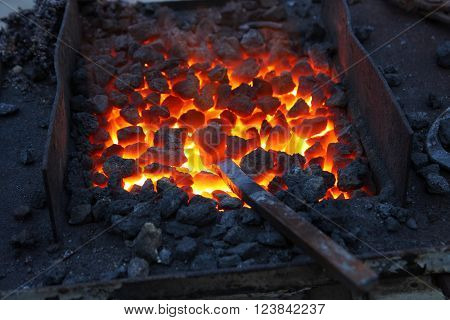 Here it is represented forge, brazier with hot coals