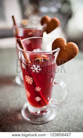 Mulled wine with heart shape gingerbread cookies