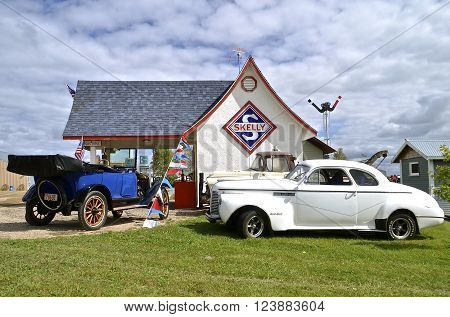 DALTON, MINNESOTA, Sept 10, 2015: The Skelly Gas Station and various vehicles are displayed the  2nd weekend of September when 1,000s attend the annual Dalton Steam Threshers Reunion.