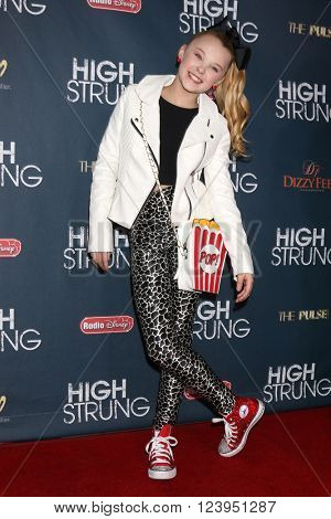 LOS ANGELES - MAR 29:  Jojo Siwa at the High Strung premiere at the TCL Chinese 6 Theaters on March 29, 2016 in Los Angeles, CA
