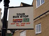 Постер, плакат: Знак Тур автобусной остановке знак