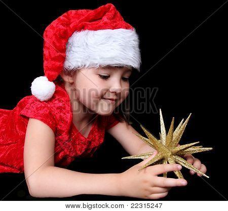Adorable Mädchen in spielen mit goldenen Sterne Ornament Weihnachten-outfit