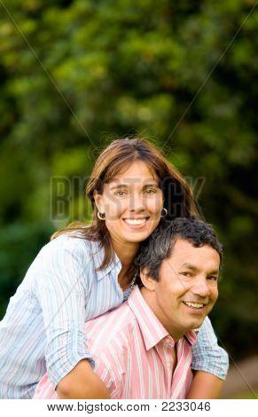 Retrato de casal feliz e energético