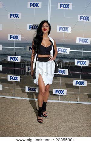 LOS ANGELES - 5 de AUG: Nicole Scherzinger arribando a la fiesta de FOX TCA verano 2011 en Gladstones