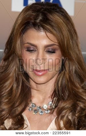 LOS ANGELES - 5 de AUG: Paula Abdul al llegar a la fiesta de FOX TCA verano 2011 en Gladstones en agosto