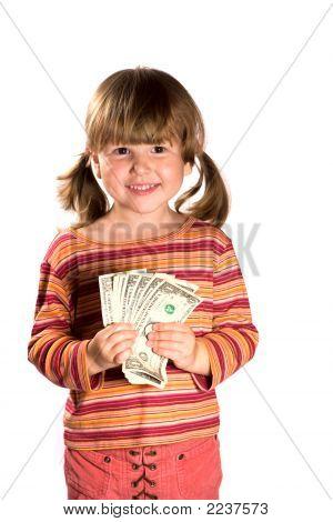 Chica sosteniendo manojo de dólares