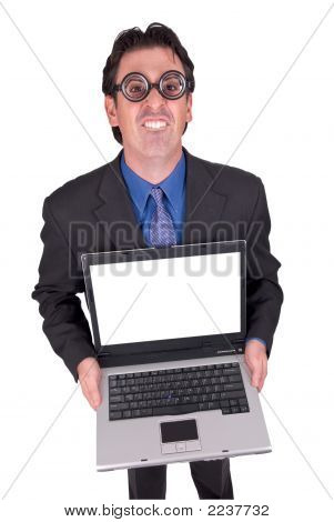 Geek de negocios con ordenador portátil