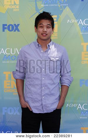 LOS ANGELES - AUG 7:  Ki Hong Lee arriving at the 2011 Teen Choice Awards at Gibson Amphitheatre on August 7, 2011 in Los Angeles, CA