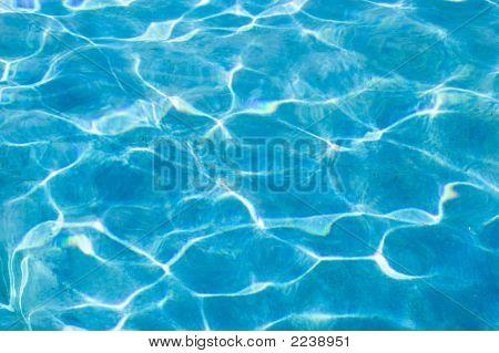 Unteren Rand der Plool unter Wasser schmutzig