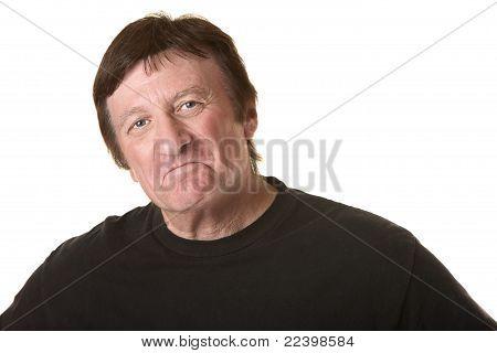 Hombre maduro haciendo pucheros