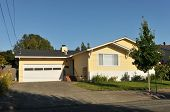 image of short-story  - Single family house with one story and a short driveway - JPG