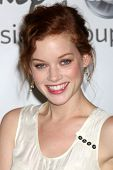 LOS ANGELES - 7 de AUG: Jane Levy llegando a la Disney / ABC Television Group 2011 verano gira de prensa