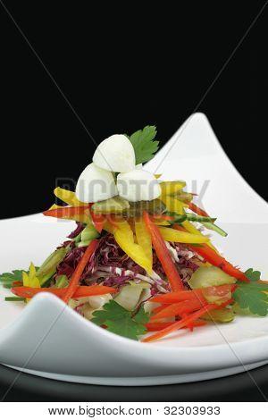 Ensalada de verduras con mozzarella
