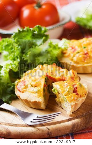 Mini quiche with vegetables served with tomato and lettuce