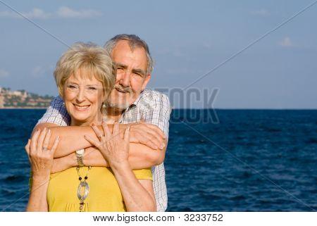 Feliz pareja Senior de vacaciones