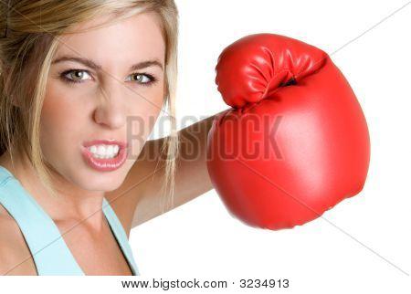 Mulher com raiva de boxe