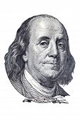 Benjamin Franklin retrato na nota de US $100. Isolado no branco.