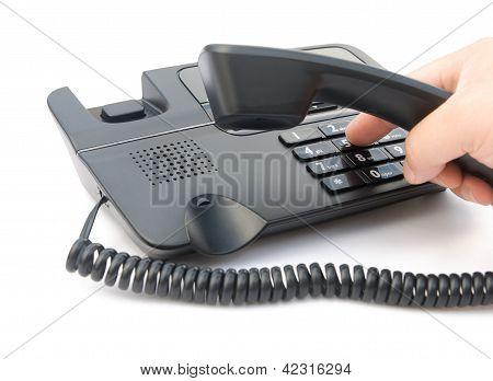 Homem discando de um telefone com Clipping Path