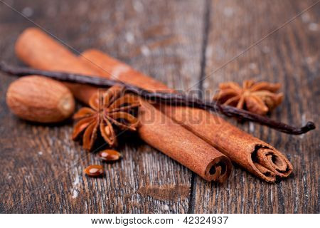 closeup of anise, cinnamon and vanilla pods