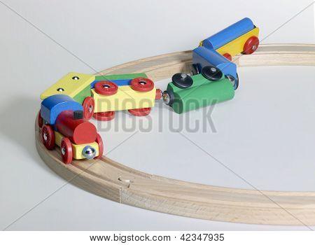 Unfall eine hölzerne Spielzeugeisenbahn