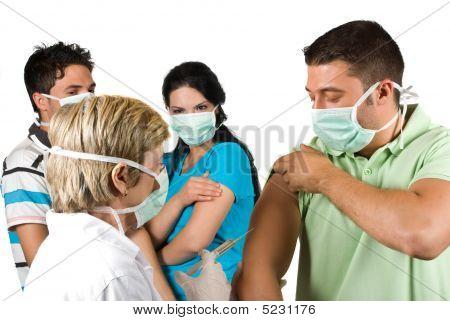 Docotr vacinar pessoas do grupo