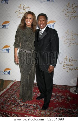 LOS ANGELES - OCT 13:  Marilyn McCoo, Billy Davis Jr. at the 10th Alfred Mann Foundation Gala at Robinson-May Lot on October 13, 2013 in Beverly Hills, CA
