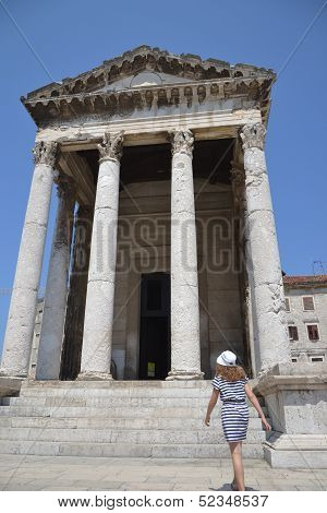 Visiting historical monuments with children
