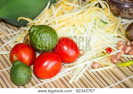 Making Of Green Papaya Salad