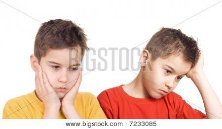 Meninos preocupados