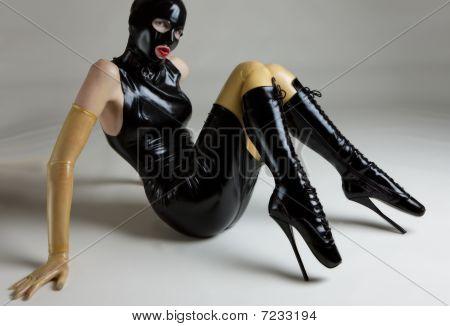 mujer en latex