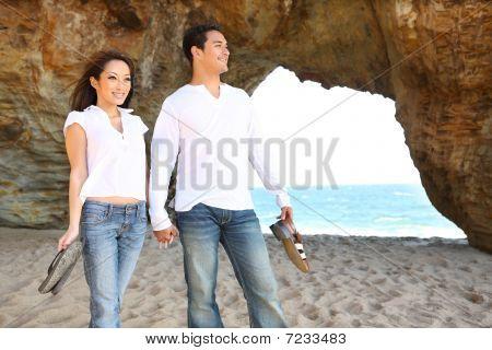 Casal na praia em amor