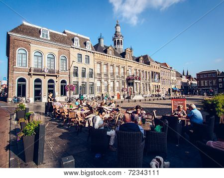 Roermond, Netherlands-september 12, 2014: Tourists Sitting In A Sidewalk Cafe In The Market Square.
