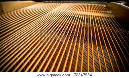 Grand piano strings