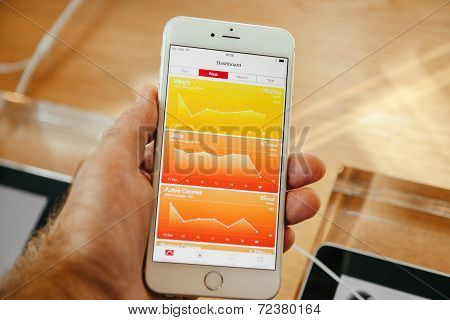 Apple iPhone 6 with health app