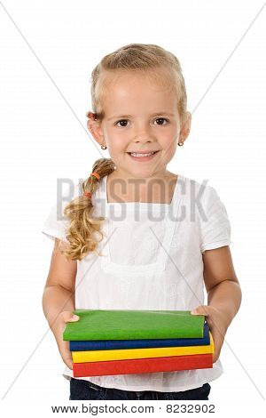 Menina com lotes de livros escolares