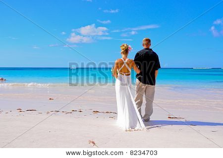 couple staring at the sea
