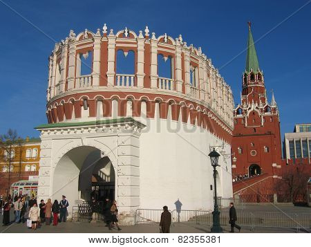 Moscow, Entrance To Kremlin And Tower