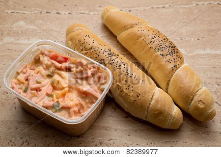 Snack salad with rolls