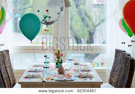 Table beautifully decorated for a colorful birthday party