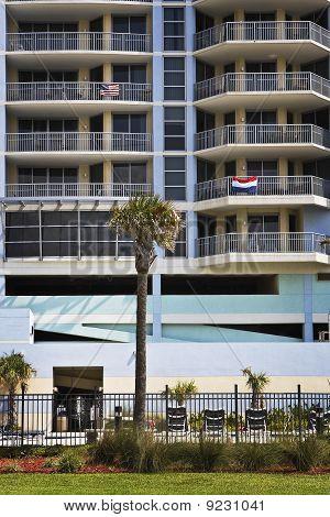 Edificio vacío a lo largo de la costa del Golfo
