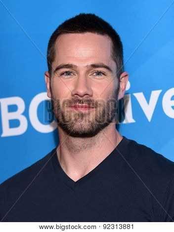 LOS ANGELES - APR 02:  Luke Macfarlane arrives to the NBCUniversal's Summer Press Day 2015  on April 02, 2015 in Hollywood, CA